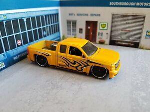 Hot wheels chevrolet chevy silverado pickup truck 1/64 hotwheels diecast