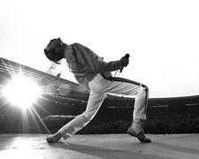 Freddie Mercury UNSIGNED photograph - L3016 - Wembley, 1986 - NEW IMAGE!!!