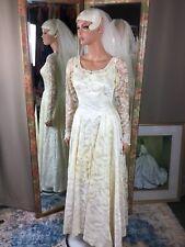 Vintage 60s White Lace & Satin Tulle Wedding Dress & Capulet Veil Princess Style