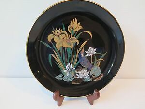 JAPANESE BLACK DECORATIVE PLATE FEATURING A BIRD AND LILLIES