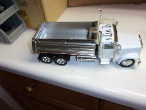 1/32 NEW RAY DIECAST& PLASTIC  FREIGHTLINER CLASSIC XL DT , NO PACKAGING # 548