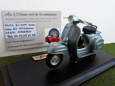 VESPA 150 SUPER 1965 bleu clair méta 1/18 MAISTO 39540 moto miniature collection