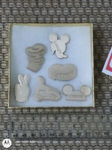 DISNEY PARKS ...  GAME TOKEN ??? not DISNEY PINS - I have no clue what there are