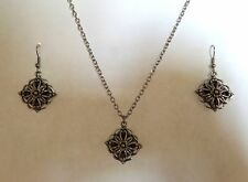BLACK TILTED SQUARES with flowers fancy edge SILVER PLATED EARRINGS pendant set
