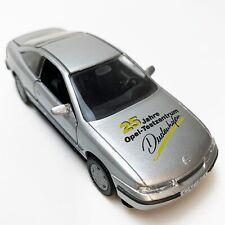 51161-Opel Vectra para trasera escalonada Weiss-nuevo en caja original Gama 1:43 modelo de metal