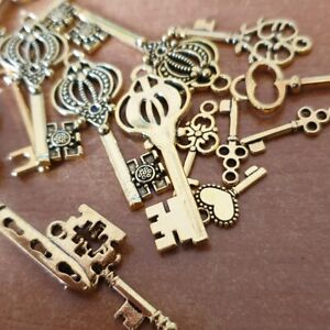 10 MIXED TIBETAN ANTIQUE GOLD COLOUR KEY CHARMS JEWELLERY, SIZE VARIOUS TS101