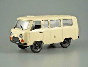 UAZ 452B Buhanka USSR Soviet Minibus Off-road Van 1:43 Scale Diecast Model Car