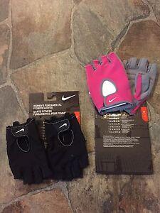 New!! Women's Nike Fundamental Fitness 1/2 Finger Gloves!!
