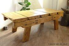 Alter uriger Couchtisch aus Altholz gefertigt, Beistelltisch, Wohnzimmertisch