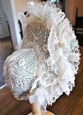 Chapeau de poupée en dentelles aux points d'Irlande, ruban de soie