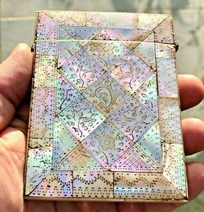ANTIQUE ENGRAVED MOTHER OF PEARL IRIDESCENT CARD CASE FITS BUSINESS CREDIT CARDS