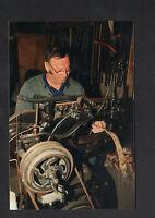 HARAS de BLOIS (41) BOURRELIER au travail à la MACHINE à COUDRE en 2000