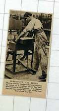 1920 manifestazione a Nottingham rendere blocchi di cemento come sostituto per mattoni