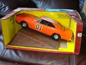 Ertl Dukes of Hazzard General Lee & jumping ramp Dodge Charger 1:16--ATTIC FIND-