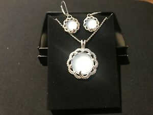 Avon - Bold Beauty Giftset-Silver Plated-Necklace & Earings Blue Opalesque Stone