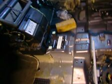 Ford Focus Bj 2004 Kombi 1,8l TDCI Halter vor bzw. unter der Gangschaltung