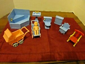 VINTAGE Ideal BLUE BATHROOM SET + OTHER ITEMS  Dollhouse Furniture Plastic 1:16