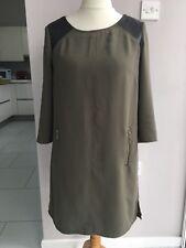 Vestido Estilo Túnica Camisa Verde Oliva 40 paneles de PVC negra de H&M en los hombros