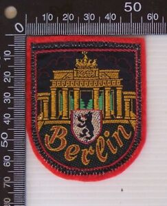 VINTAGE BERLIN GERMANY EMBROIDERED SOUVENIR PATCH WOVEN CLOTH SEW-ON BADGE