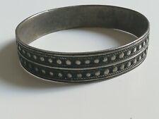 Ancien bracelet jonc en argent massif à identifier