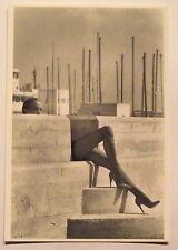 Carte postale Ton Looman,femme,talons hauts, port  postcard