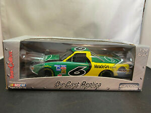 Team Caliber Mark Martin Pit Stop Scotts Miracle Gro Race Truck 1/24 Diecast