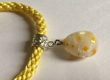 Amarillo kumihimo pulsera con grasa en forma de lágrima colgante de cristal