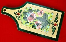 Wooden chopping board decorated with folk Khokhloma painting. Russia, 1989. A4