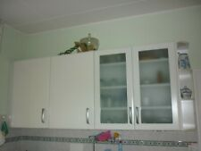 weiße Küche L Form mit Elektrogeräten Miele, Neff + Spüle Villeroy & Boch