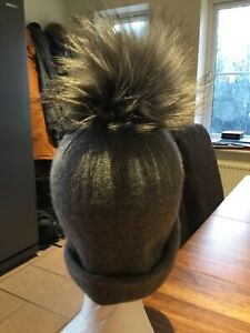100 % cashmere slouchy beanie hat with large raccoon fur Pom pim