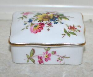 Small Hammersley  porcelain floral oblong trinket box L: 6 cm; W: 5 cm; Ht 3 cm