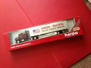 Boxed Herpa 6181 HO 1/87 Union Pacific Mack 45' Tractor Trailer