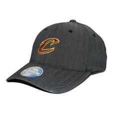 Mitchell & Ness AJUSTABLE 110 CURVADO Poly ESPINAS Cleveland Cavaliers/charco