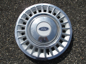 One factory 1998 to 2002 Ford Crown Victoria 16 inch hubcap wheel cover nice