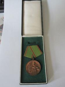 DDR NVA Medaille Vorbildlichem Grenzdienst in Schach. Orden Uniform Grenztruppen