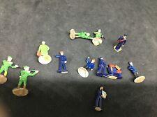 Lot 10 figurines dont PRISER personnel SNCF et chasseurs HO 1/87