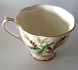 Royal Albert Fleur De The Mois Holly à Pied Tasse à Thé Angleterre Porcelaine