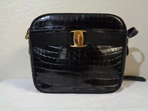 SALVATORE FERRAGAMO VARA BLACK EMBOSSED LEATHER SHOULDER BAG W/AUTHENTICATION