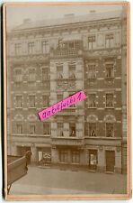 Foto um 1914 : Berlin-Pankow , Rykestraße 18 , Wohnhaus mit Geschäften