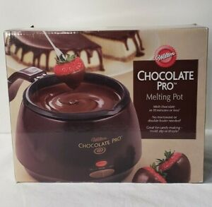NEW Wilton Chocolate Pro Melting Pot Holds 2.5 cups Non-stick 2 Temp Settings