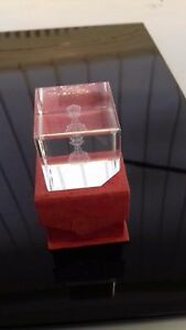 GLASSWARE --- BEAUTIFUL LASER CUT 3 D GLASS CUBE FEATURING A CHESS PAWN