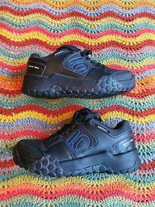 Five Ten Impact Mountain Bike Shoes. Size 9, fit like 8.