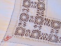 VINTAGE HAND EMBROIDERED WHITE LINEN DRAWNWORK TABLE CENTRE CLOTH / DOILEY