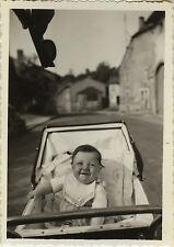 PHOTO ANCIENNE - VINTAGE SNAPSHOT - ENFANT POUSSETTE LANDAU DRÔLE -BABY CARRIAGE