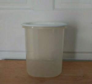 Rubbermaid Servin' Saver 3 qt./12 cups #6 clear canister / container + white lid