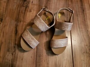 Volatile Women's Summerlove Slingback Wedge Sandal Shoes Beige Size 6 Pre-owned