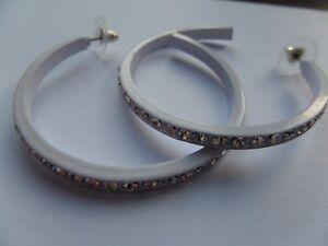 RETRO STYLE DIAMANTE SET EDGE  WHITE COLOURED HOOP EARRINGS 5.5cm new gift pouch