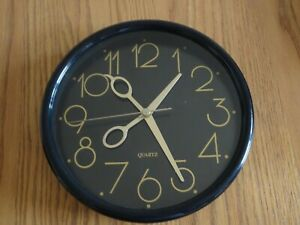 Great 1990s Classy Hairdressers Gold/Black Clock