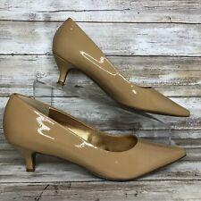 Trotters 8W Beige/Nude Patent Leather Pointed Toe Dress Pump Kitten Heel Womens