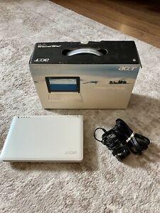 "Acer Aspire One ZG5 White, 8.9"" screen, 1GB ram, 120 GB HD, Windows XP"